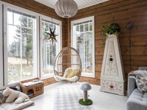 Уникален дървен дом с мансарден покрив